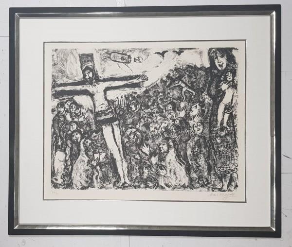 """Marc Chagall """"Die Kreuzigung"""" in Museumsrahmung"""